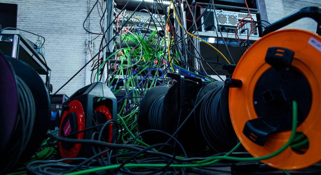 Berlin, 20.05.2021: Ein Kabelschrank ist neben der Bühne während der MCB@rp21 im Rahmen der re:publica 21 auf dem re:publica Campus zu sehen. Das Festival für digitale Gesellschaft wird in diesem Jahr aufgrund der Corona-Pandemie ausschließlich live gestreamt.